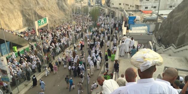 MECCA, SAUDI ARABIA - SEPTEMBER 26: Prospective pilgrims on their way to Jamarat to stone the devil as part of the annual Islamic Hajj pilgrimage during the third day of Eid Al Adha in Mecca, Saudi Arabia on September 26, 2015. (Photo by Ozkan Bilgin/Anadolu Agency/Getty Images)