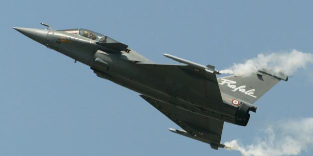 Ein Kampfflugzeug der französischen Luftwaffe