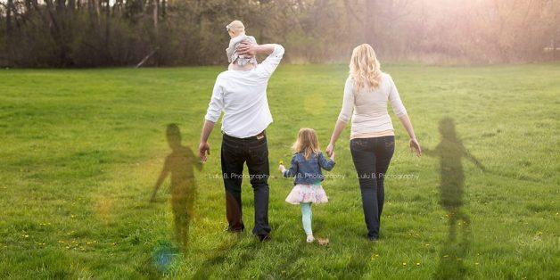 Die sechsköpfige Familie ist auf dem Bild wieder komplett.