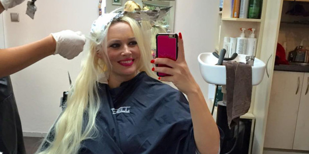 Daniela Katzenberger entspannt beim Friseur