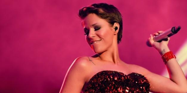 Michelle rockt auf der Bühne.