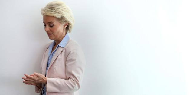 Unter Beschuss: Verteidigungsministerin von der Leyen