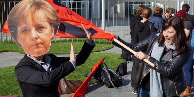 Juso-Protestaktion gegen Merkels Flüchtlingspolitik vor dem Kanzleramt