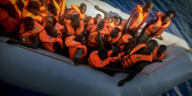Opération de sauvetage de migrants par Médecins sans Frontières le 28 septembre 2015 au large de la Libye