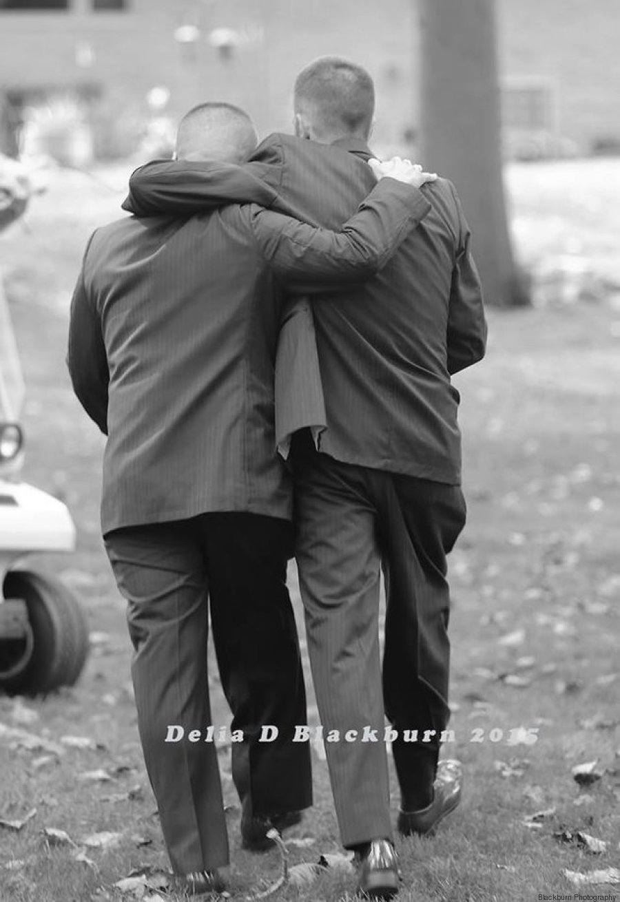 brautvater umarmen sich