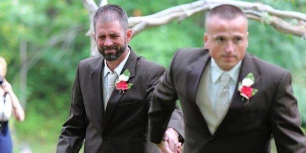 Die Braut war zu Tränen gerührt.