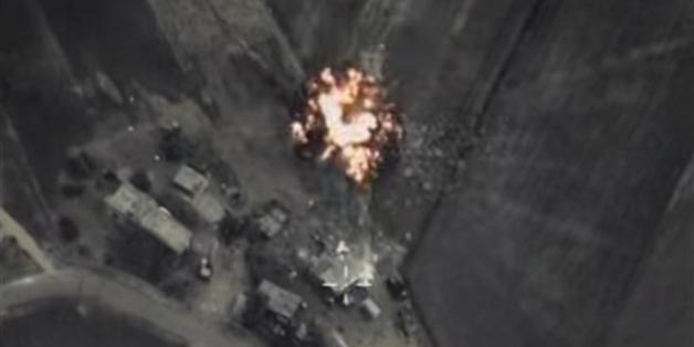 Das russische Verteidigungsministerium veröffentlichte diese Bilder der Luftangriffe