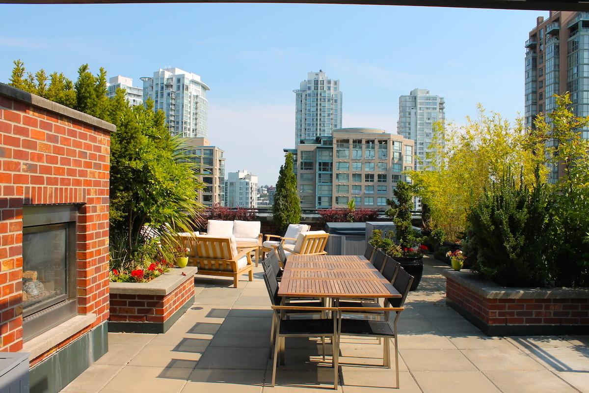 yaletown condo patio