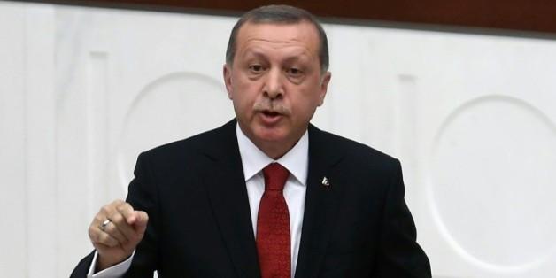 Le président turc Recep Tayyip Erdogan donne un discours au Parlement à Ankara, le 1er octobre 201