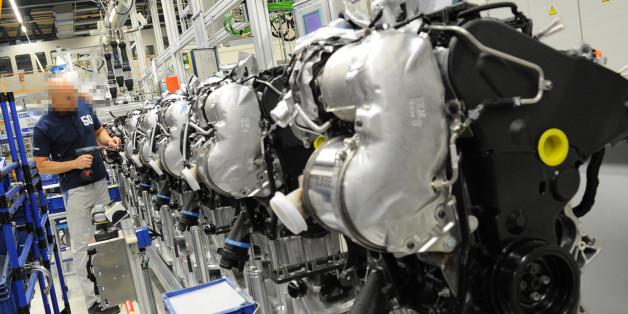 Ein Dieselmotor wird im Werk in Salzgitter gebaut