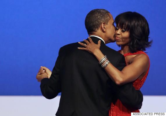 obama barack michelle kiss