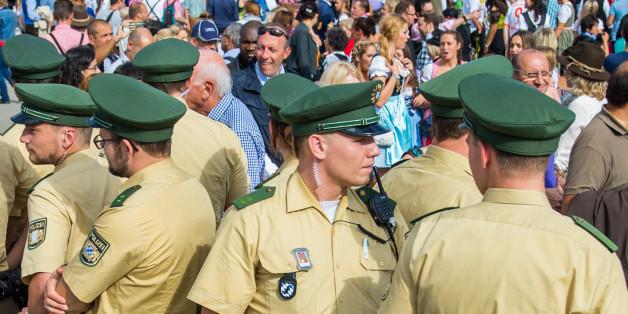 """""""Parallelwelt aus Drogen und Gewalt: Deutschlands schlimmestes Zeltlager"""""""