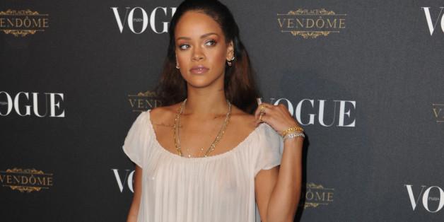 Rihanna sorgt mit Nippelblitzer für Aufsehen - und ihrem Höschen