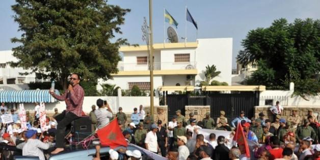 """""""Touche pas à mon pays"""", scandent des manifestants marocains devant l'ambassade de Suède"""