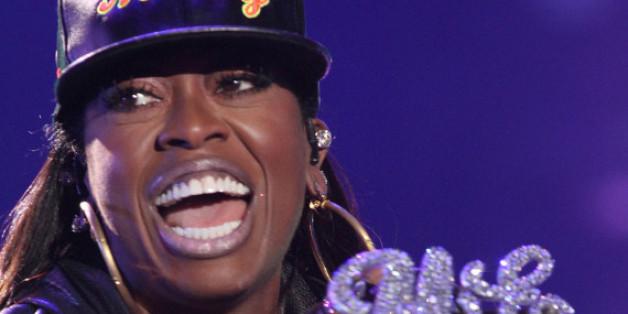 Die Rapperin Missy Elliott hat sich nicht an Vertragsvereinbarungen gehalten.