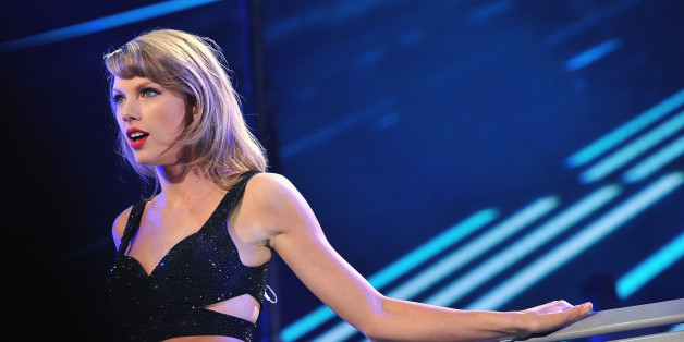 KANSAS CITY, MO - SEPTEMBER 21:  Musician Taylor Swift performs onstage at Sprint Center on September 21, 2015 in Kansas City, Missouri.  (Photo by Fernando Leon/Getty Images for TAS)