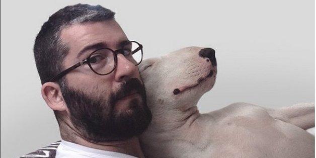Seine Frau hat ihn verlassen und ihm nur den Hund dagelassen.