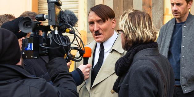 """Oliver Masucci als Adolf Hitler im Film """"Er ist wieder da"""""""