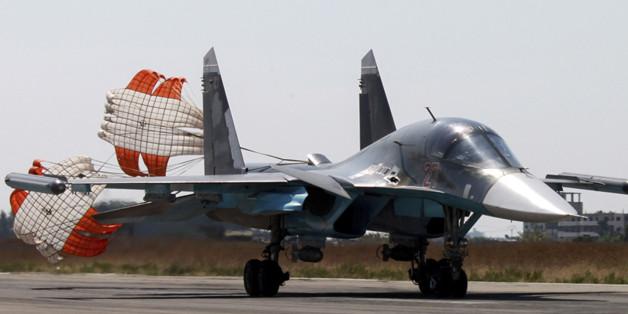 Ein russisches Kampfflugzeug landet in Syrien