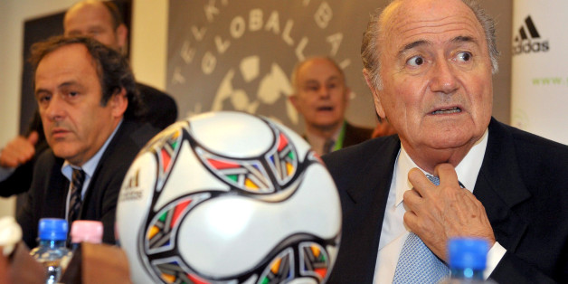 Uefa-Chef Michel Platini (l) und Fifa-Präsident Joseph 'Sepp' Blatter (R)