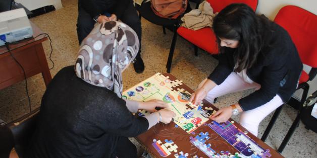 Pour sensibiliser les enfants à l'environnement, l'association algérienne Flambeau vert a créé un puzzle sur le recyclage.