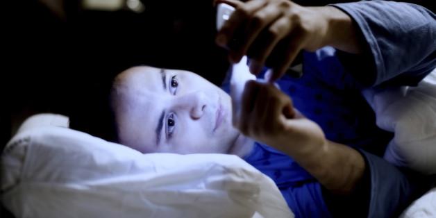 Hört auf, eure Smartphones mit ins Bett zu nehmen!