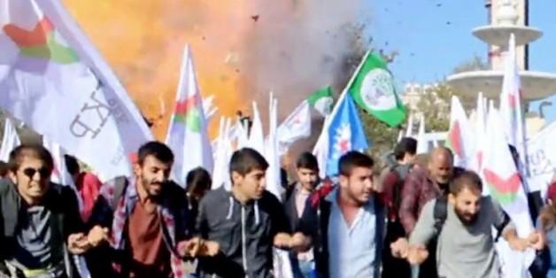 """Capture d'écran de """"Dokuz8 Haber"""" montrant l'explosion survenue lors du rassemblement pour la paix, le 10 octobre 2015 à Ankara, en Turquie"""