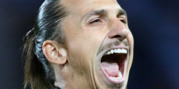 Zlatan Ibrahimovic erhält eine goldene Schallplatte für seinen Chartstürmer.