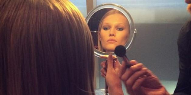 Model Toni Garrn hat sicher auch den ein oder anderen Trick parat, um morgens im Bad schneller zu sein