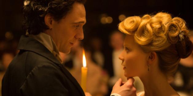 Die Schöne und das Biest? Sir Thomas Sharpe (Tom Hiddleston) scheint ein dunkles Geheimnis zu haben