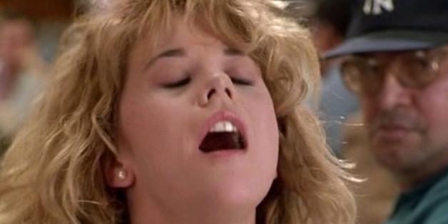 """Meg Ryan hat in """"Harry und Sally"""" (1989) vorgemacht, wie man einen Orgasmus richtig vortäuscht - zumindest für Frauen."""
