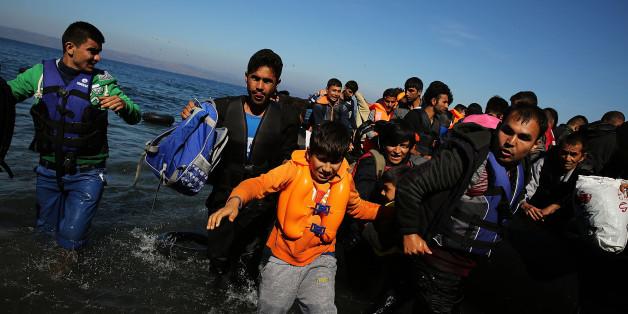 Ein aus der Türkei kommendes Flüchtlingsboot landet bei Sikaminias in Griechenland