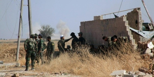 Des soldats gouvernementaux en patrouille dans les environs de Alep le 16 octobre 2015