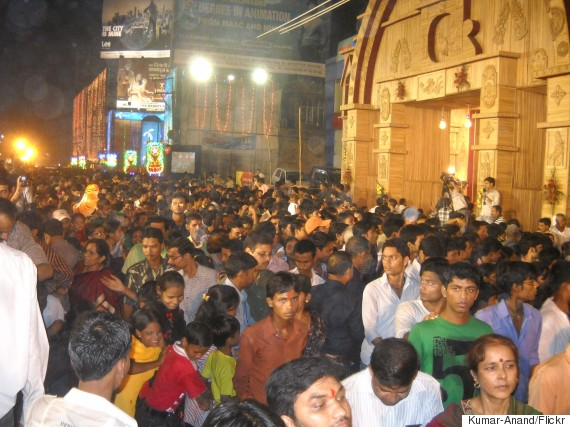 durga puja crowd