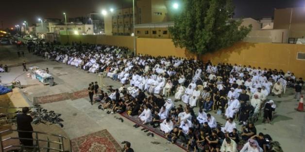 Des fidèles chiites réunis dans une husseiniyat, le 16 octobre 2015 à Qatif