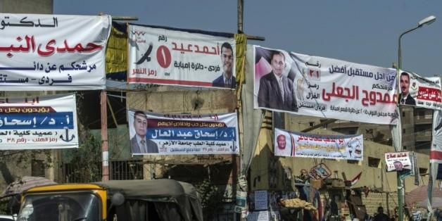 Des affiches de différents candidats aux législatives, au Caire le 15 octobre 2015