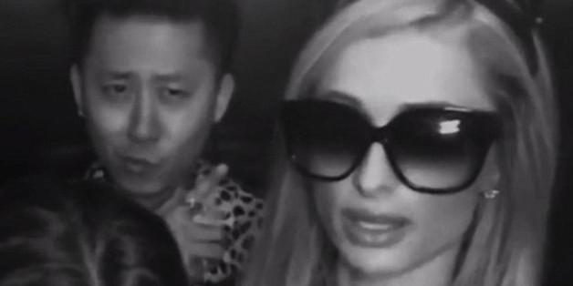 Verzichtet ungern auf Sonnenbrillen: Paris Hilton im Fahrstuhl