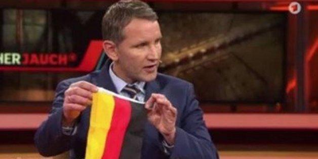 Das ist der beste Kommentar zum irren Flaggenauftritt des AfD-Mannes Höcker