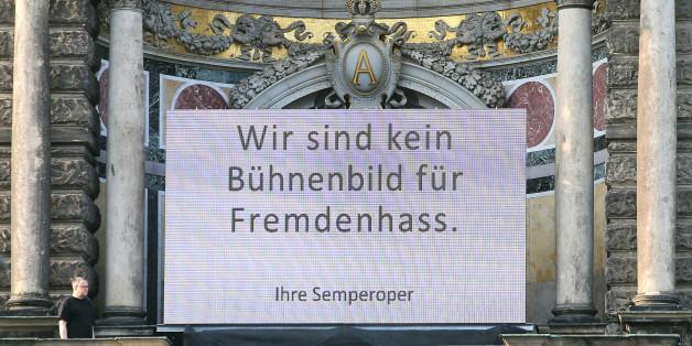 Die Semperoper in Dresden im Abendlicht.
