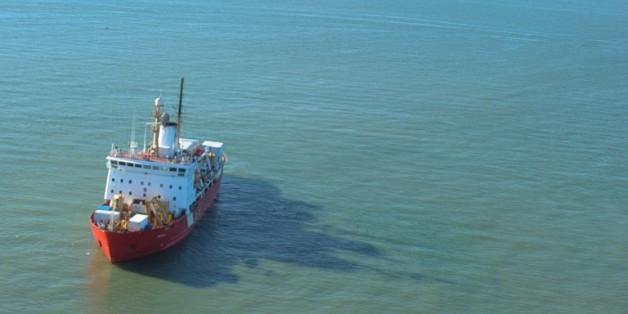 Le navire rouge des garde-côtes canadiens, Amundsen, le 19 septembre 2015 dans le passage du Nord-Ouest