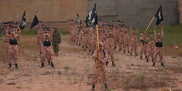 """Die IS-Einheit """"Löwenjungen"""" in einem Propaganda-Video"""