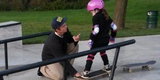 Was dieser Skater mit dem kleinen Mädchen macht, ist unerhört