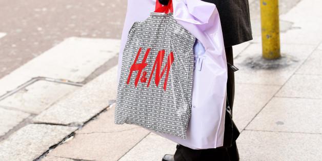Einkaufstüten sollen künftig unter anderem auch in Modegeschäften Geld kosten - zumindest die aus Plastik.