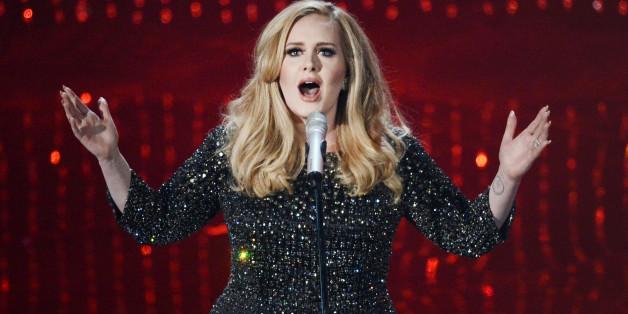 Eine Frau schreibt ihrem Ex und benutzt nur Songtexte von Adele