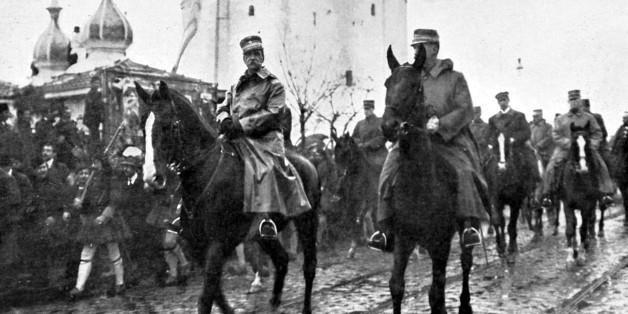 O βασιλιάς Γεώργιος ο Α' και ο Διάδοχος Κωνσταντίνος ενώ εισέρχονται στη Θεσσαλονίκη