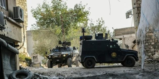 Les forces de sécurité turques patrouillent dans les rues de Diyarbakir, le 5 octobre 2015, ville du sud-est de la Turquie, à majorité kurde  © AFP/Archives ILYAS AKENGIN