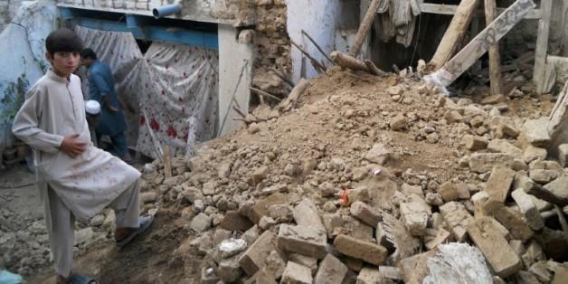 Des maisons détruites après un violent séisme à Kohat, le 26 octobre 2015, en Afghanistan