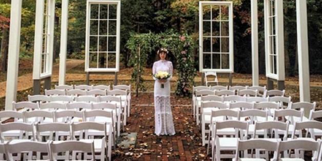 So sah Jason Mrazs Frau am Altar aus.