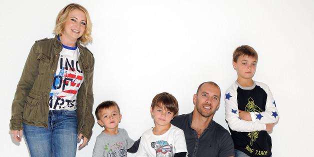 Mit ihren Söhnen hat Melissa Joan Hart alle Hände voll zu tun