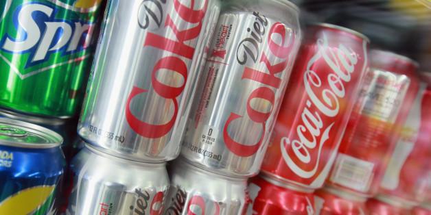 Endlich hat Coca Cola eine Lösung für die Faulheit, Getränke-Kästen zu schleppen.